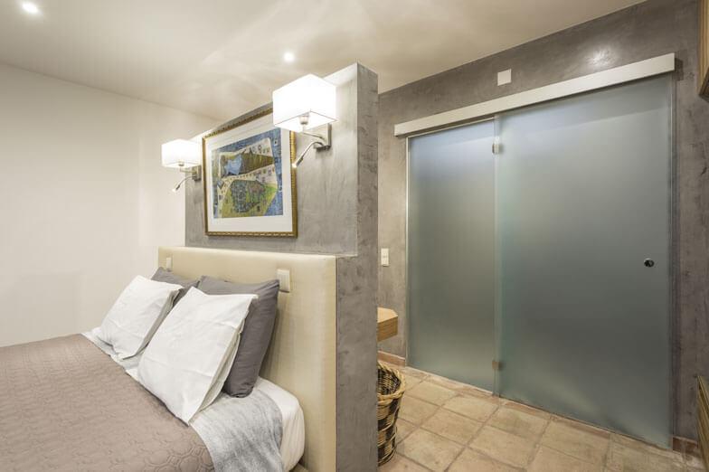 Mamparsa de baño y puertas de vidrio PROFILTEK en vivienda familiar en Casa Rural A Serenada