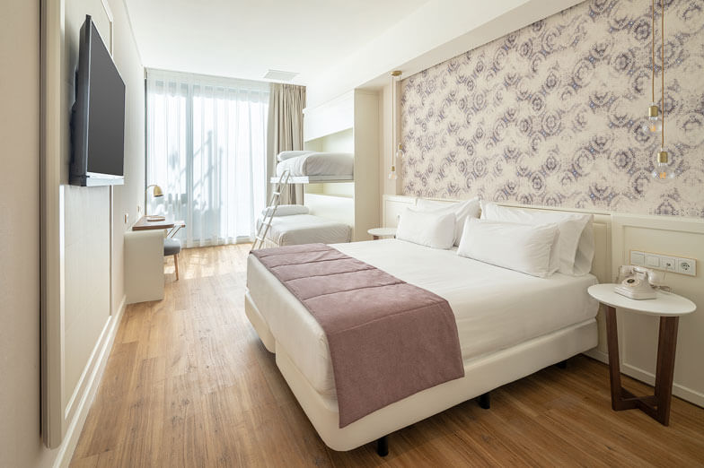 Mampara de ducha y fijos Profiltek en Hotel Petit Palace de Barcelona