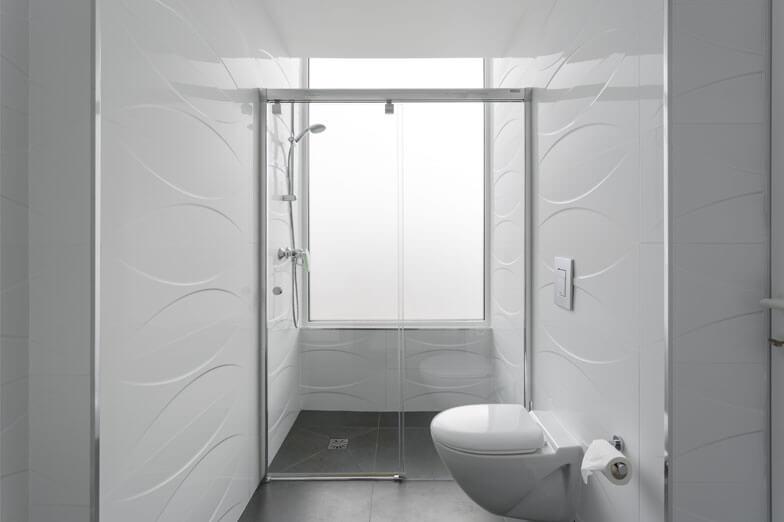 Mamparas de baño Vetro de Profiltek en Hotel A Seleção