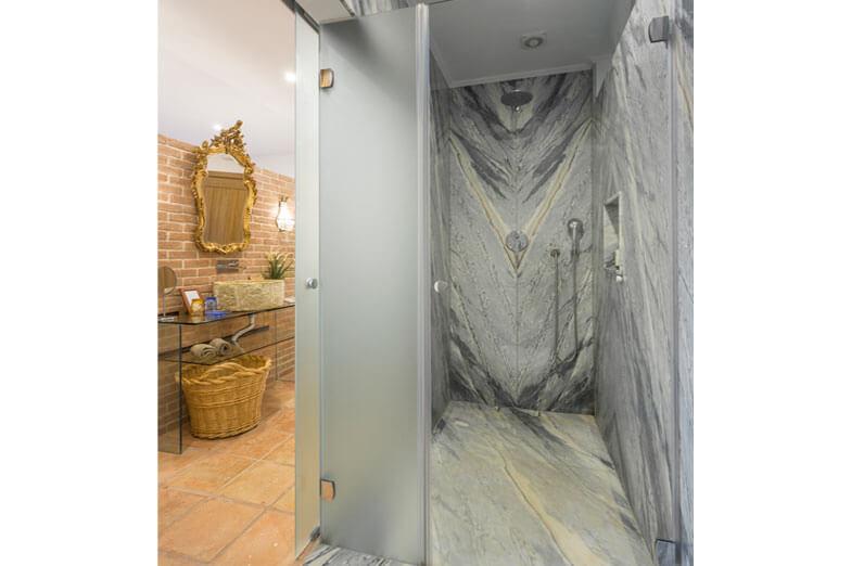 Mamparas para ducha y bañera PROFILTEK en Casa Rural A Serenada